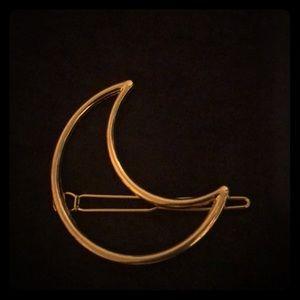 Moon shaped clip